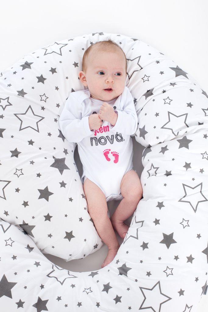 Univerzální kojící polštář ve tvaru C New Baby Králíčci růžový